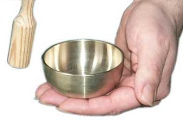 Miniklangschale gegossen mit kleinem Holzklöppel