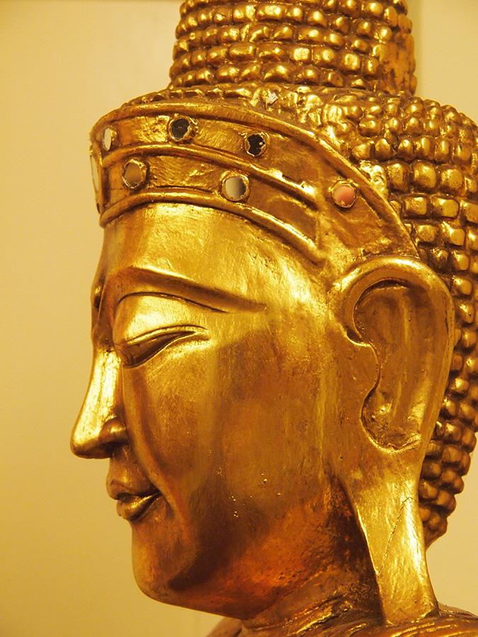 freundlicher t rw chter sucht neue wirkungsst tte 2 meter gro e buddha statue. Black Bedroom Furniture Sets. Home Design Ideas