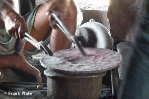 04-Klangschalen-herstellung-bronze-platte-fertig-zum-bearbeiten