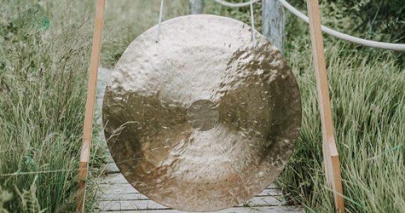 Gong mit Klangschalen